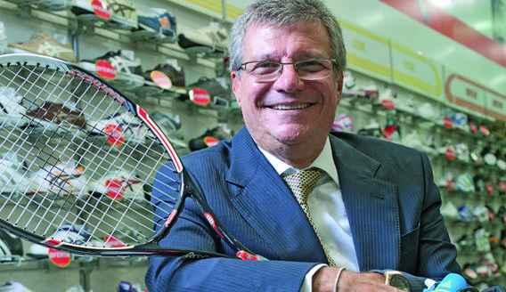 Sebasti�o Bomfim Filho em uma de suas nove lojas distribu�das por BH(foto: Geraldo Goulart, Ma�ra Vieira, Divulga��o)