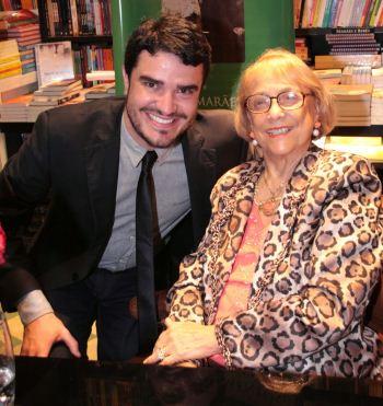 A escritora Vilma Guimarães Rosa e o atual prefeito de Itaguara, Alisson Diego Batista, responsável pela criação do Museu Sagarana(foto: Marcelo Borgongino/Divulgação)